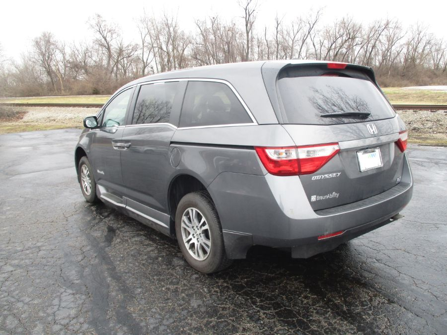 GRAY Honda Odyssey image number 4