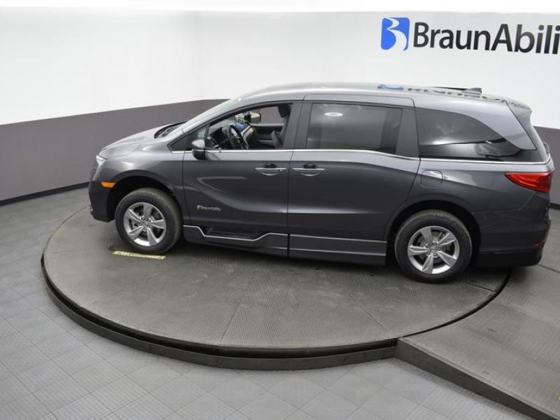 Gray Honda Odyssey image number 22