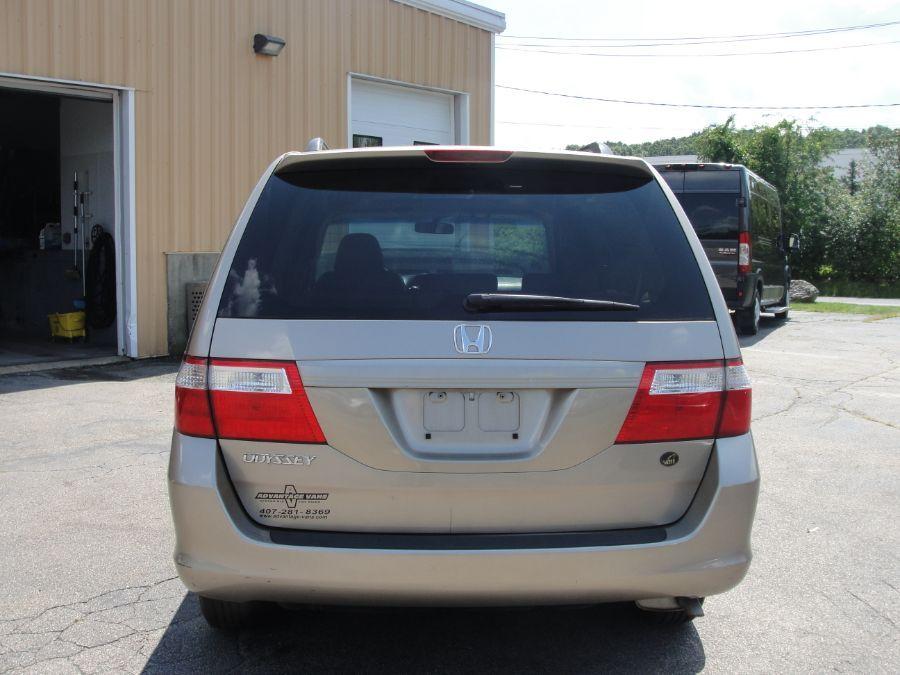 Gold Honda Odyssey image number 6