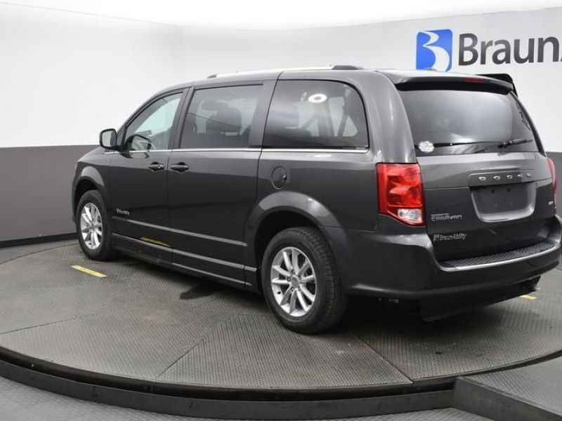 Gray Dodge Grand Caravan image number 5