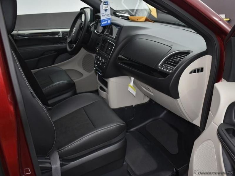 Red Dodge Grand Caravan image number 9