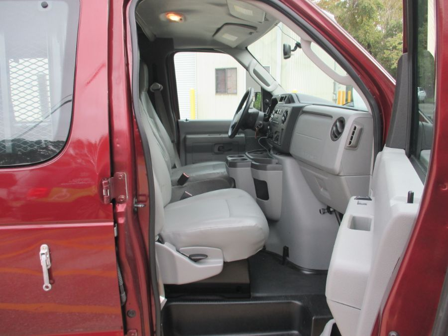 Red Ford E-Series Cargo image number 10