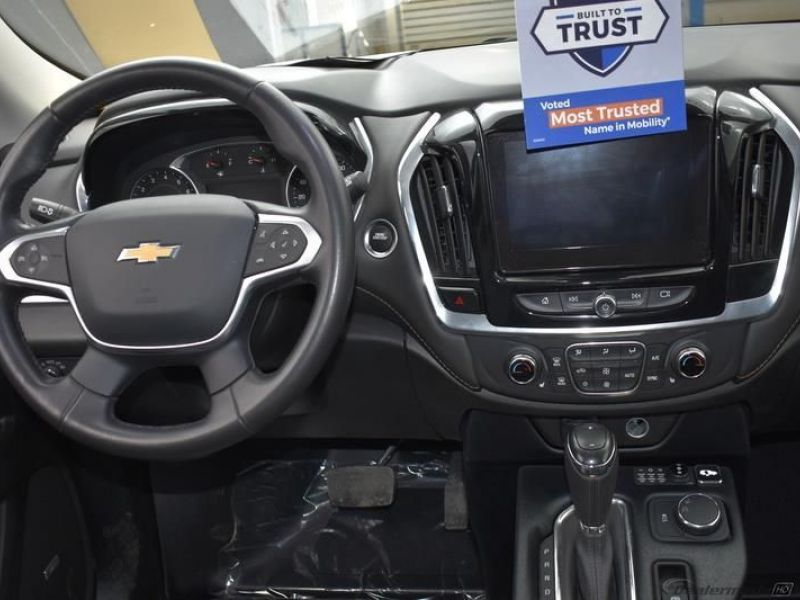 Silver Chevrolet Traverse image number 11