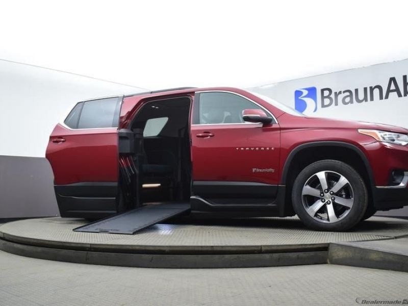 Red Chevrolet Traverse image number 12
