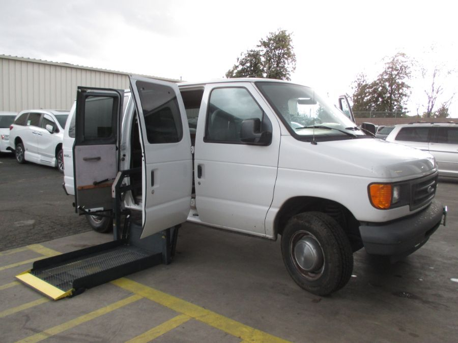 White Ford E-Series Cargo with    ramp