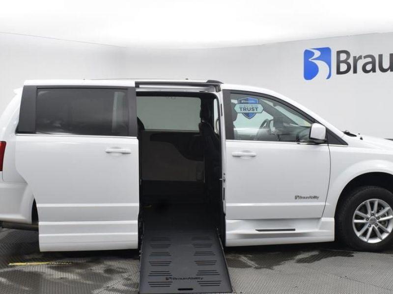 White Dodge Grand Caravan image number 24