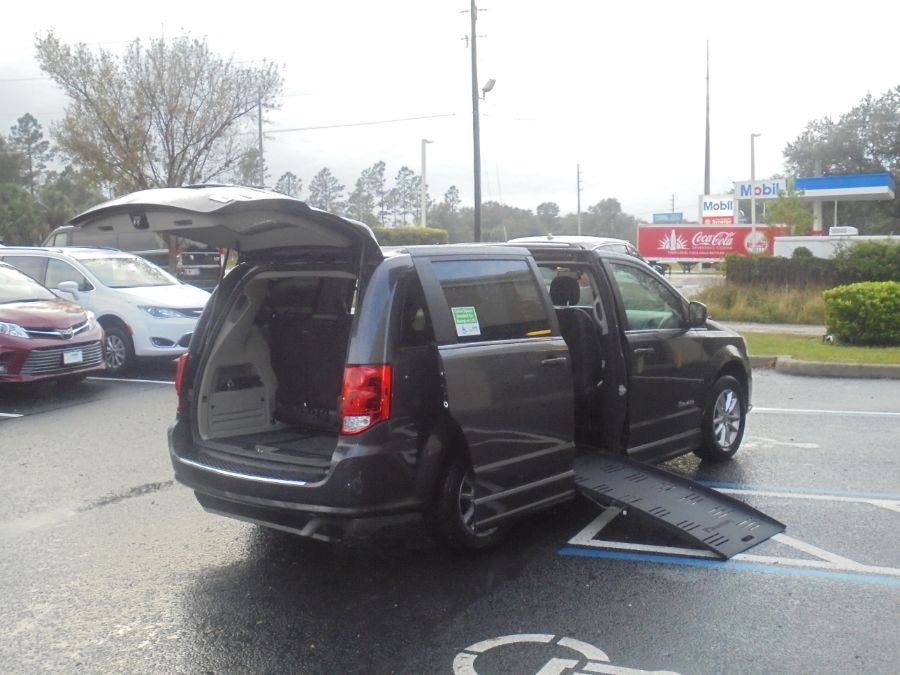 Gray Dodge Grand Caravan image number 16