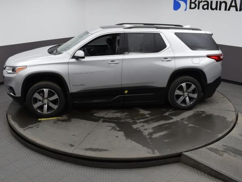 Silver Chevrolet Traverse image number 22