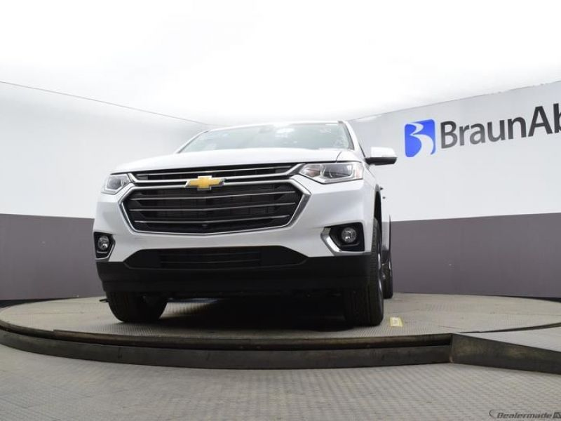 White Chevrolet Traverse image number 15