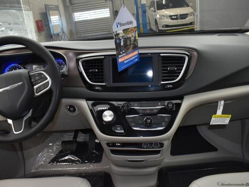Silver Chrysler Voyager image number 6