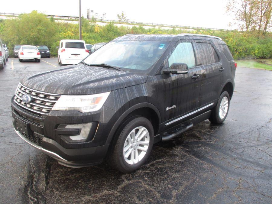 Black Ford Explorer image number 2