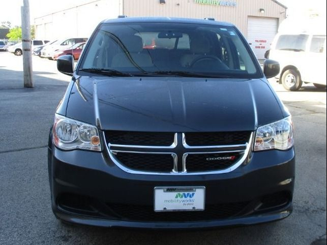 Dodge Grand Caravan image number 1