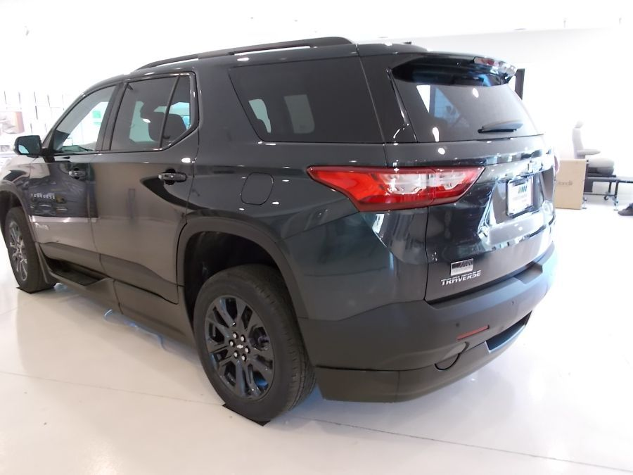 Gray Chevrolet Traverse image number 7