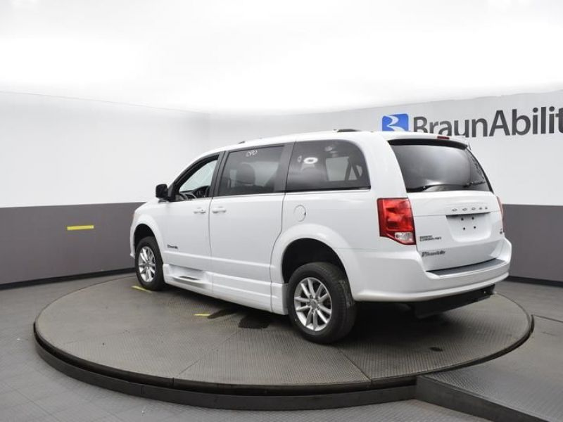 White Dodge Grand Caravan image number 20