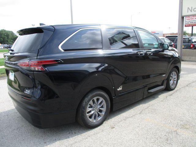 Black Toyota Sienna image number 6