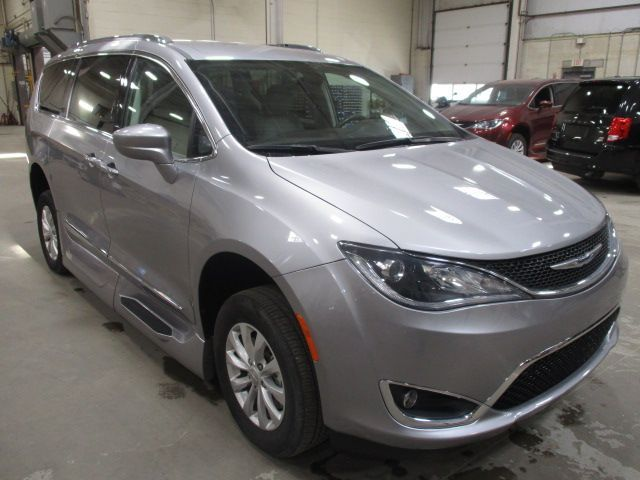 Silver Chrysler Pacifica image number 1