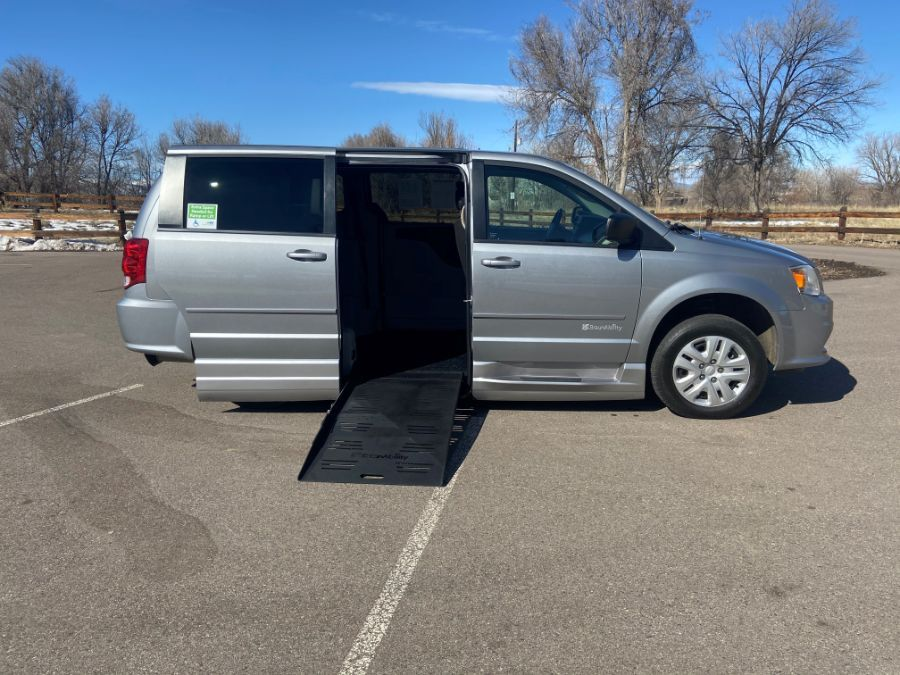 Silver Dodge Grand Caravan image number 1