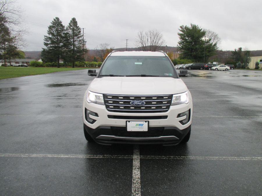 White Ford Explorer image number 22