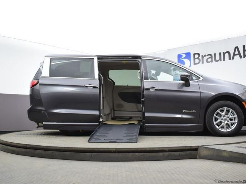 Gray Chrysler Pacifica image number 17