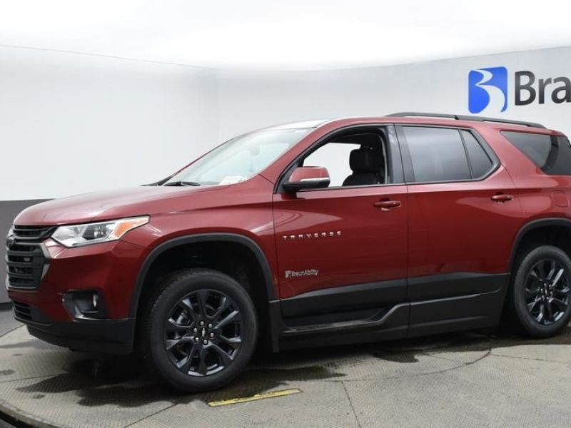 Red Chevrolet Traverse image number 3