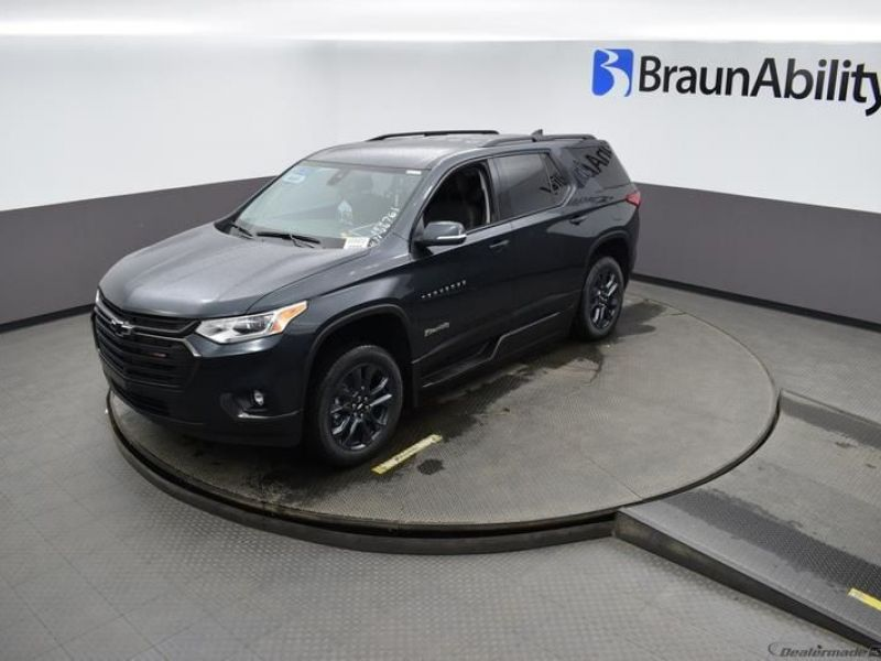 Gray Chevrolet Traverse image number 20