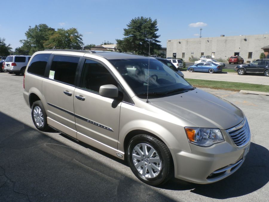 Brown Chrysler Town and Country image number 39