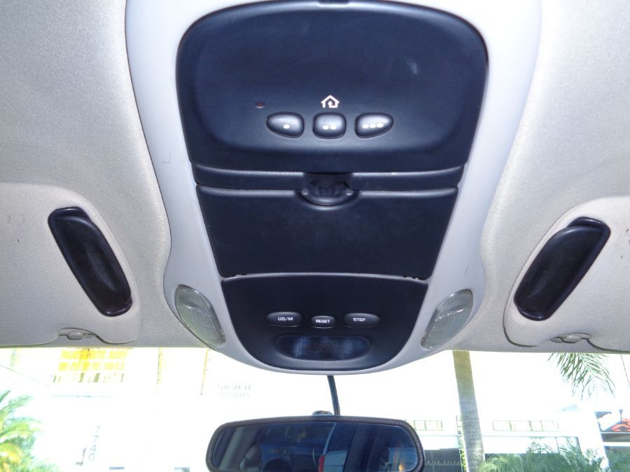 White Chrysler Town and Country image number 15