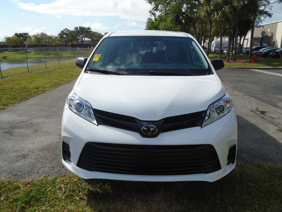 White Toyota Sienna image number 6