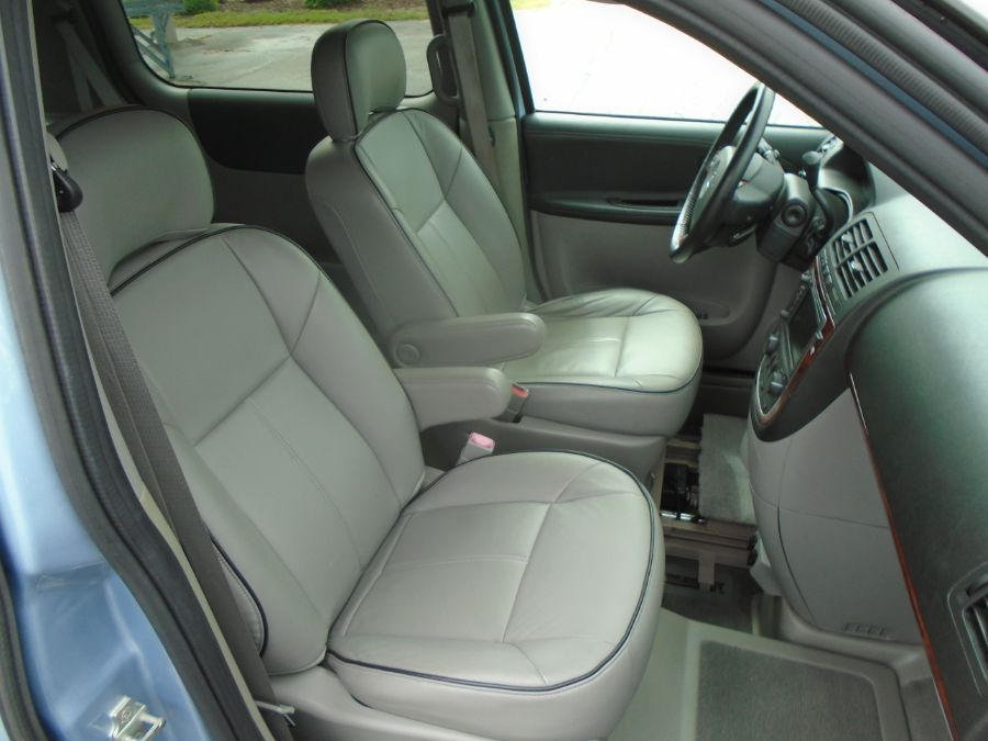 Blue Buick Terraza image number 4