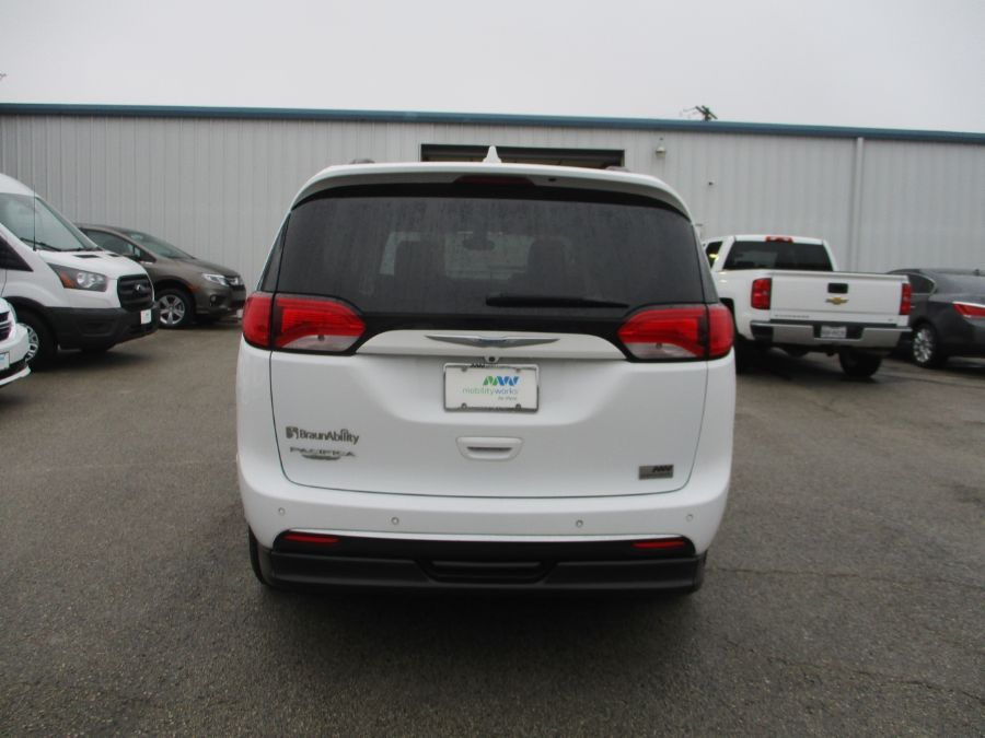 White Chrysler Pacifica image number 7