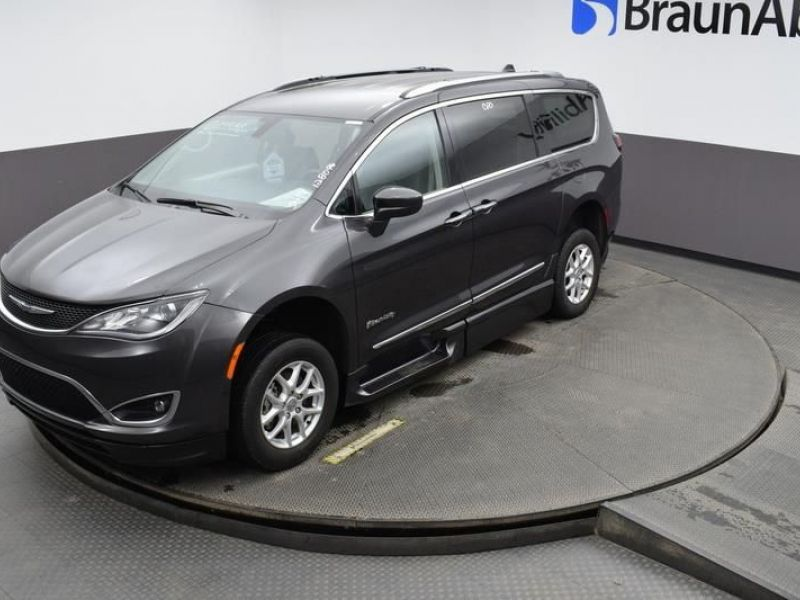Gray Chrysler Pacifica image number 24