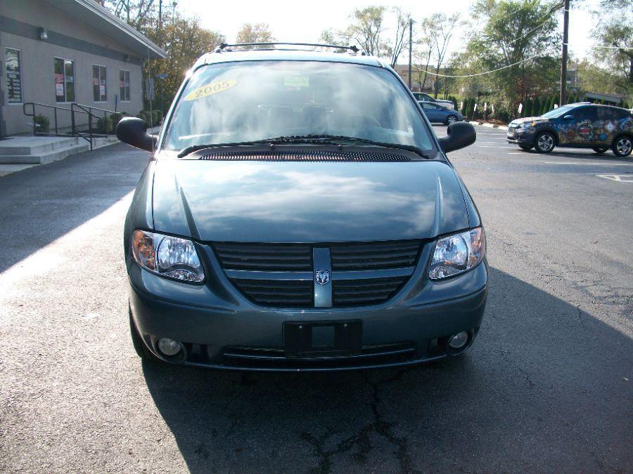 Green Dodge Grand Caravan image number 5