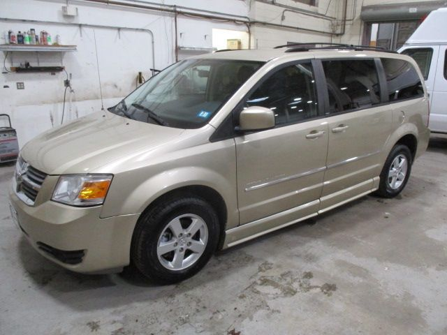 Gold Dodge Grand Caravan image number 2