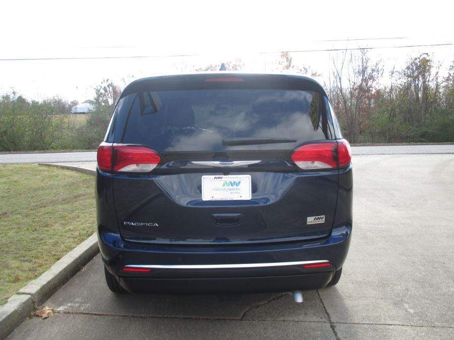 Blue Chrysler Pacifica image number 5