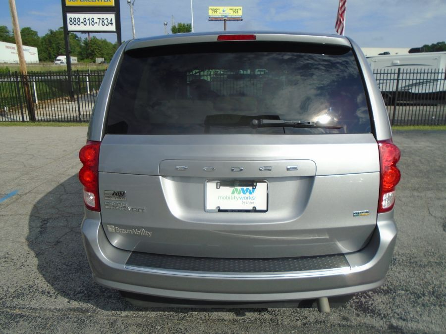 Silver Dodge Grand Caravan image number 10