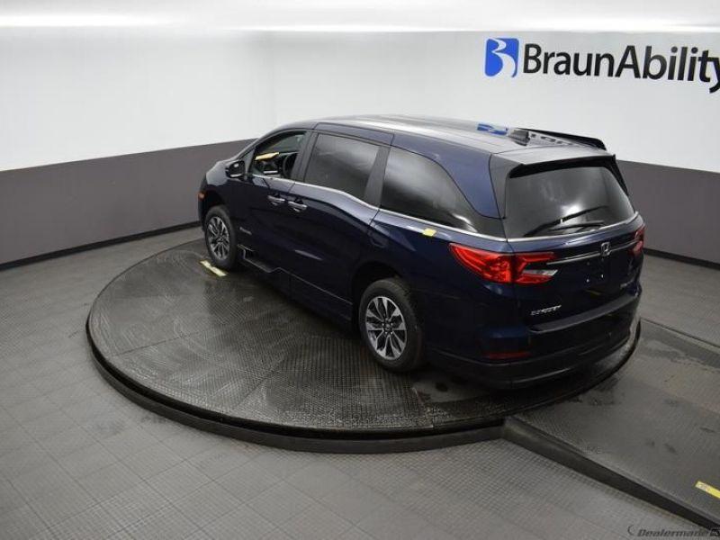 Blue Honda Odyssey image number 20