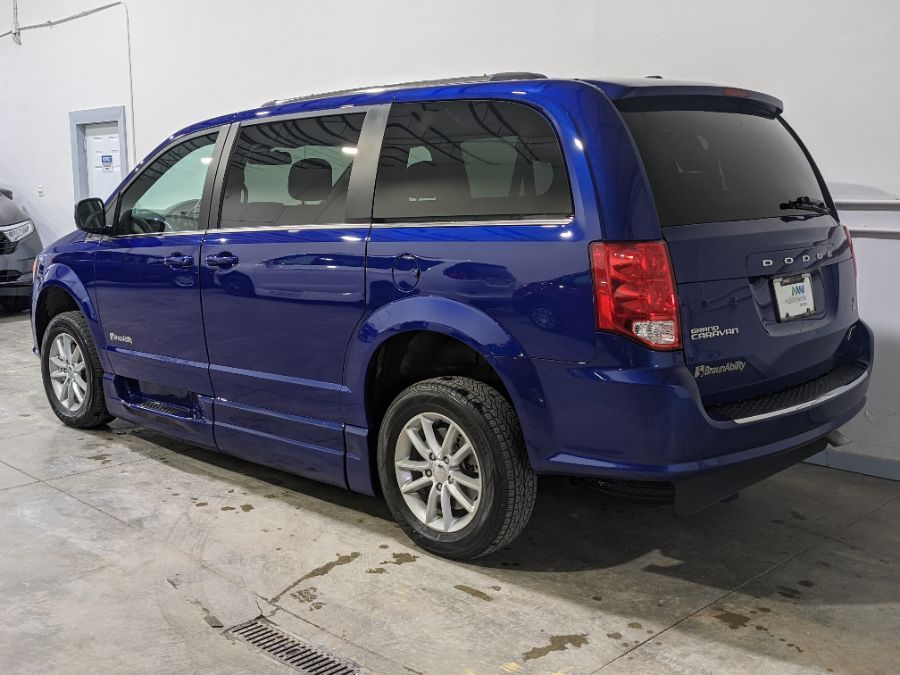 Blue Dodge Grand Caravan image number 9