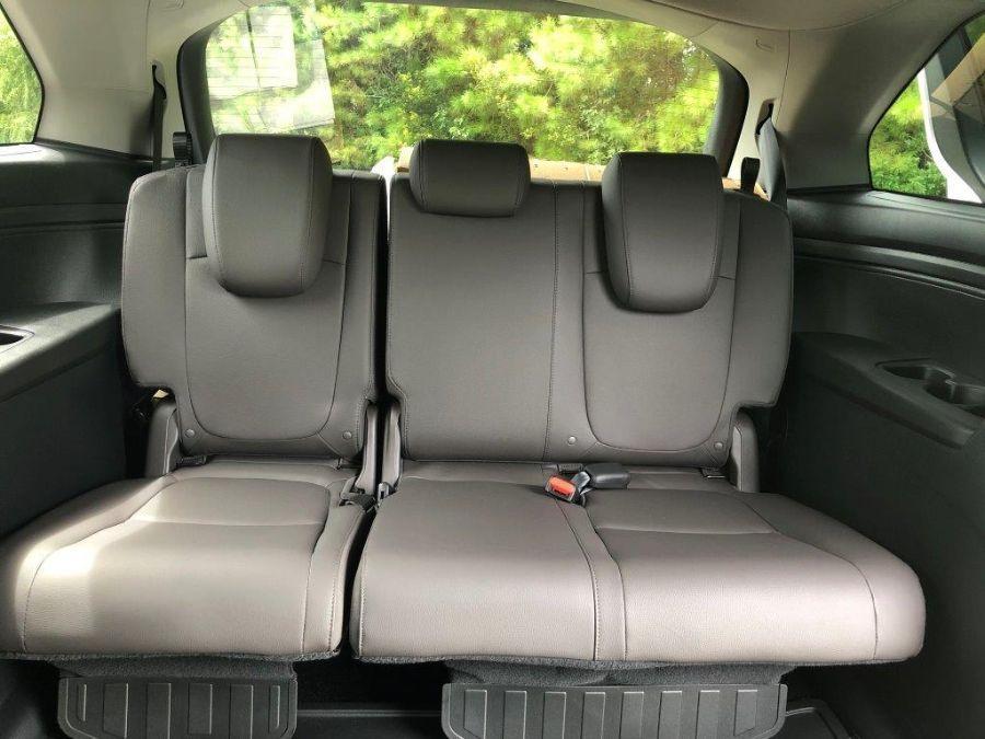 White Honda Odyssey image number 12