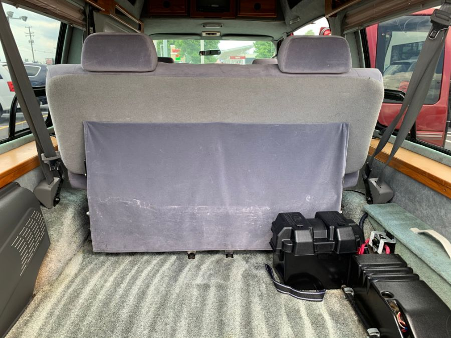 Ford E-150 image number 20