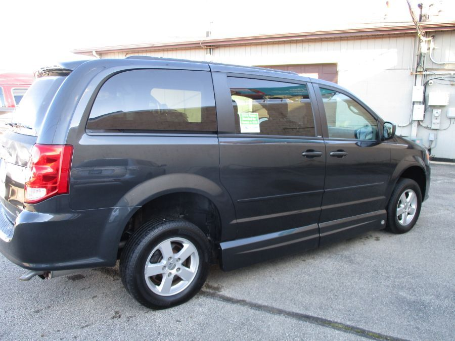 Dodge Grand Caravan image number 6