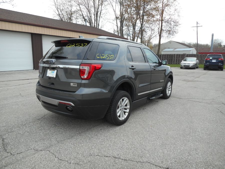 Gray Ford Explorer image number 7