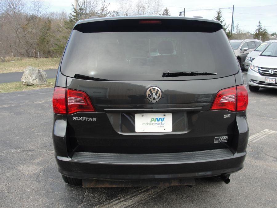 Gray Volkswagen Routan image number 6