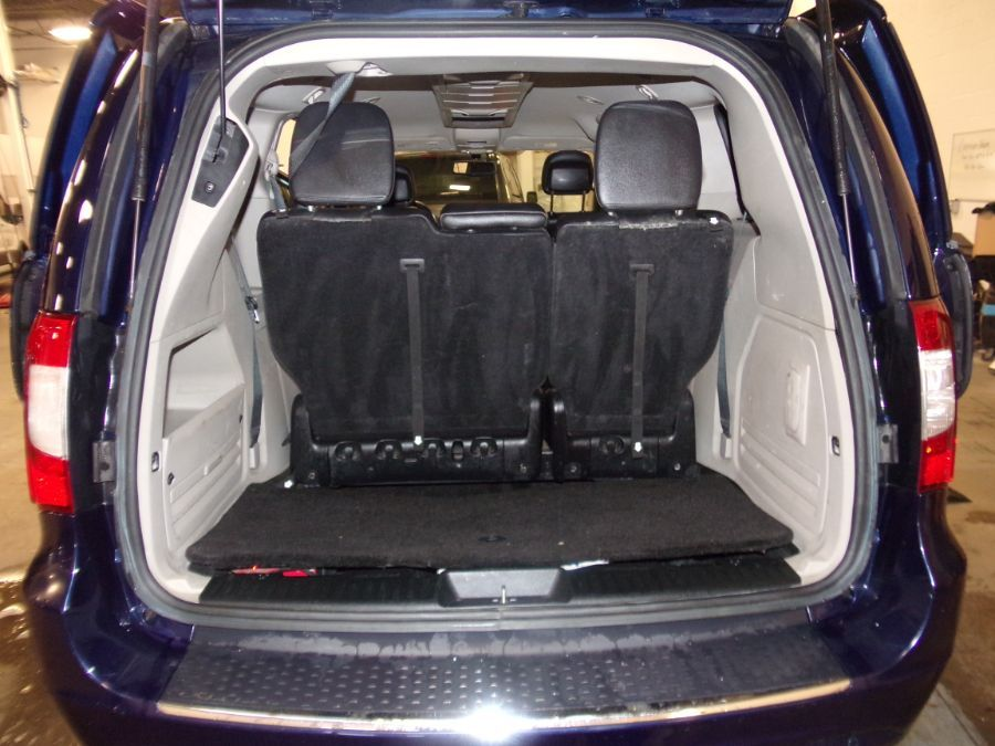 Blue Chrysler Town and Country image number 12