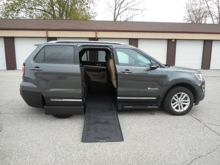 Gray Ford Explorer image number 1