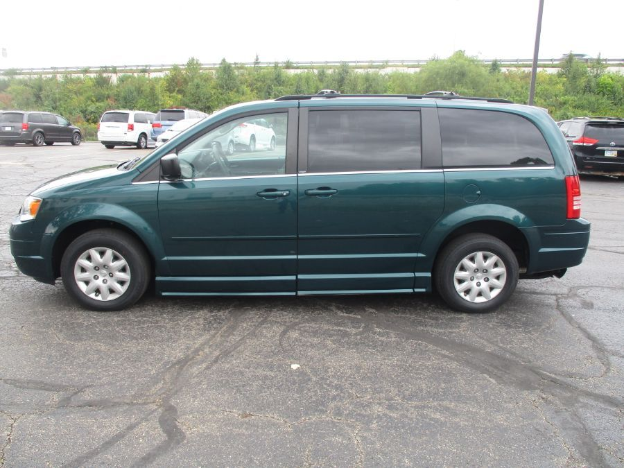 Green Chrysler Town and Country image number 3