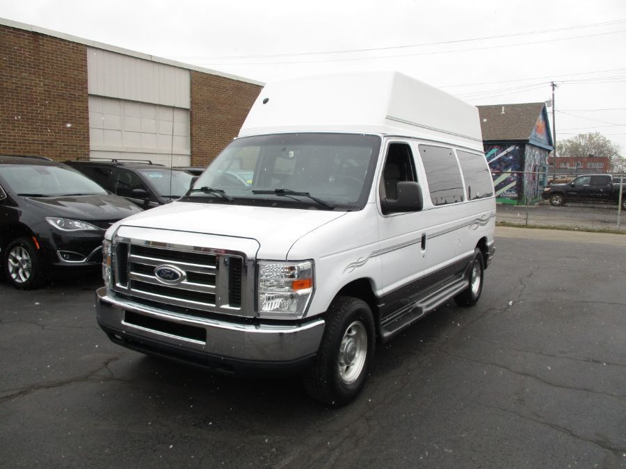 White Ford E-Series Cargo image number 4