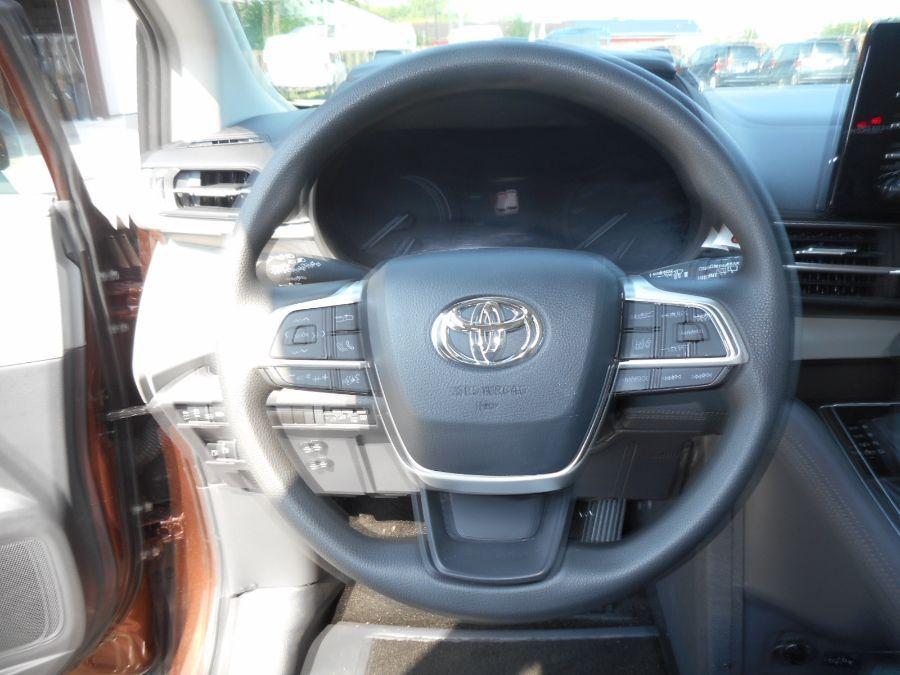 Orange Toyota Sienna image number 11