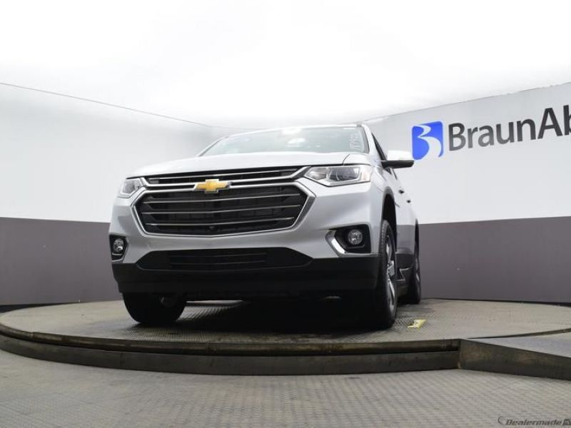 Silver Chevrolet Traverse image number 15