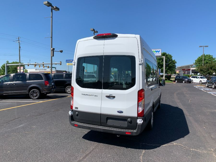 White Ford T350 image number 14