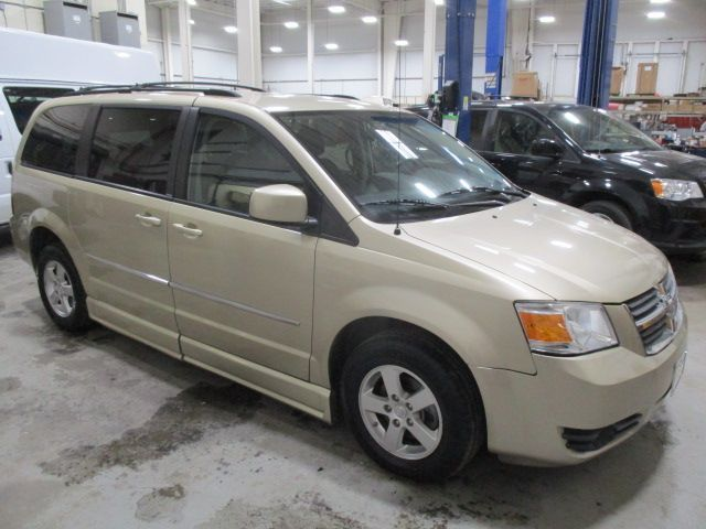 Gold Dodge Grand Caravan image number 4